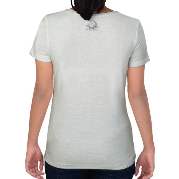 Camiseta Alebrije Mujer Blanca Atras Modelo